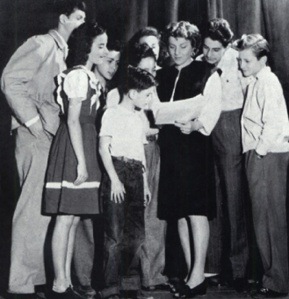 Spolin and her students including a young Alan Arkin and Alan Alda